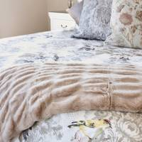 20 Main bedroom cosette cushion