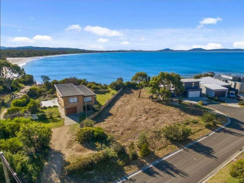 1 Bluff Circle, Swansea, TAS, 7190