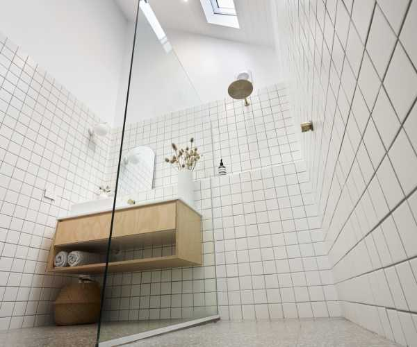 Large bathroom in transportable home