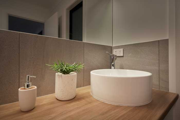 Modern bathroom by Tasbuilt Homes