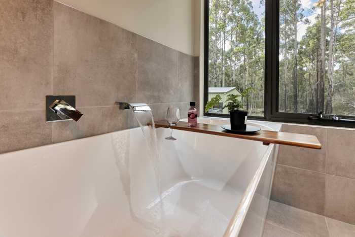 Modern Bath in Nunamara Modular Home