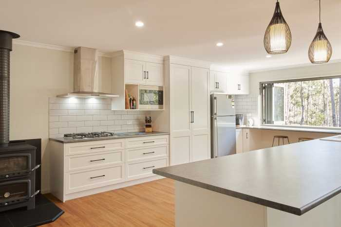 Transportable Home Kitchen with White Cupbaords and Tile splashback