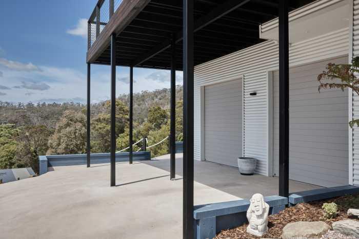 Double garable contrasting beige garage