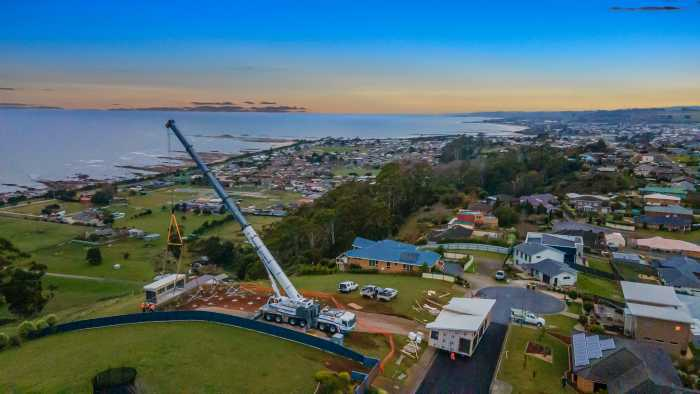 Craning of modular home in northern tasmania