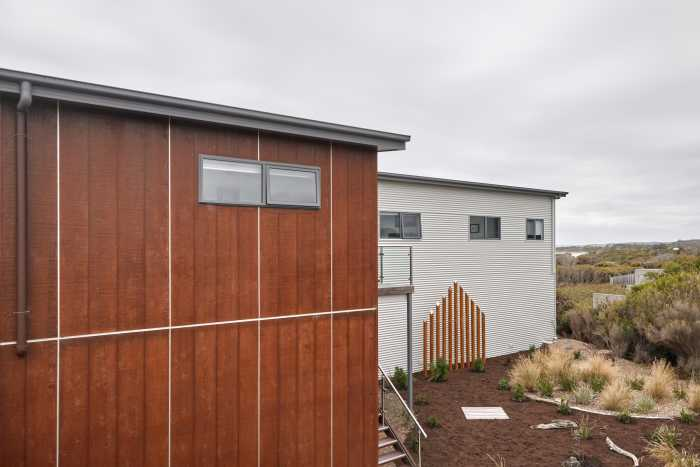 Contrasting cladding