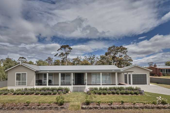 Weatherboard house at Triabunna