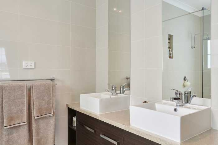 Full height ensuite mirrors Sheridan Tasbuilt display