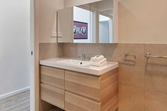 Timber grain vanity in Coles Bay
