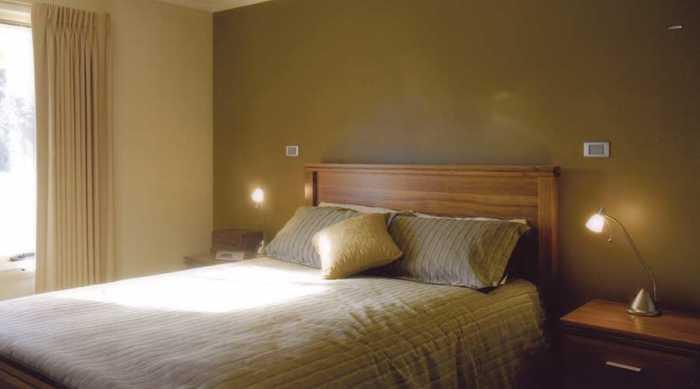 Cosy bedroom colours at Mole Creek