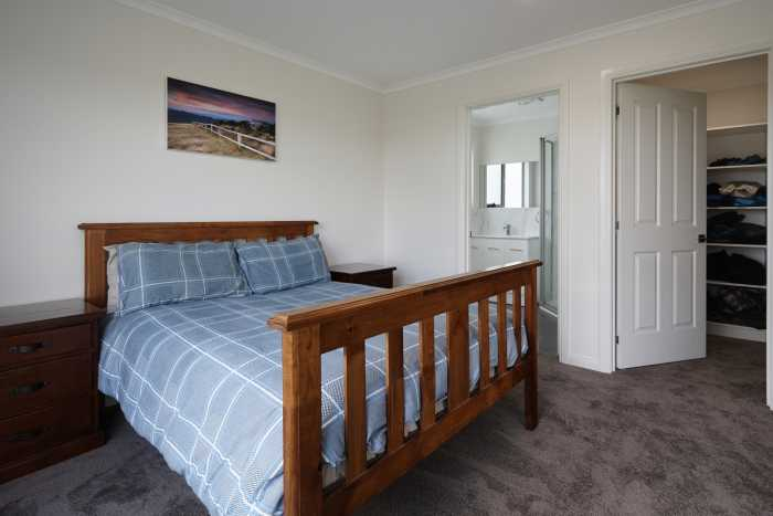 Large bedroom with enquite and walk in robe at Waterhouse