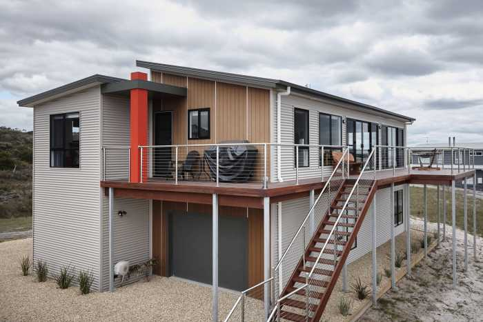 Beachside Escape with grey colourbond at Bellbuoy Beach