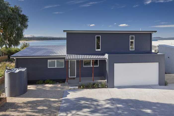 Modern modular beach home Tasmania