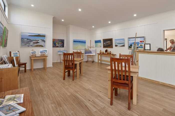Dolphin Sands Art Gallery