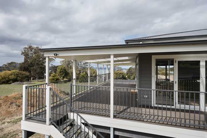 Country style with verandah at Clarence Point