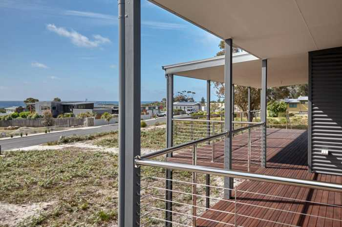 Deck with stainless balustrade Tasmania