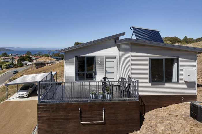 Modular home on slope in Dover