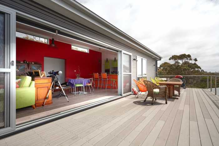 Urbanline decking Tasmania with huge stacker door