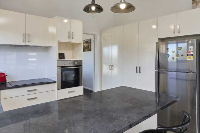 Kitchen with gloss doors Hobart