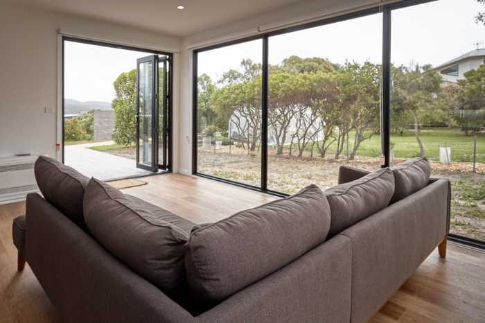 floor to ceiling glass in Tasbuilt modular home on East Coast